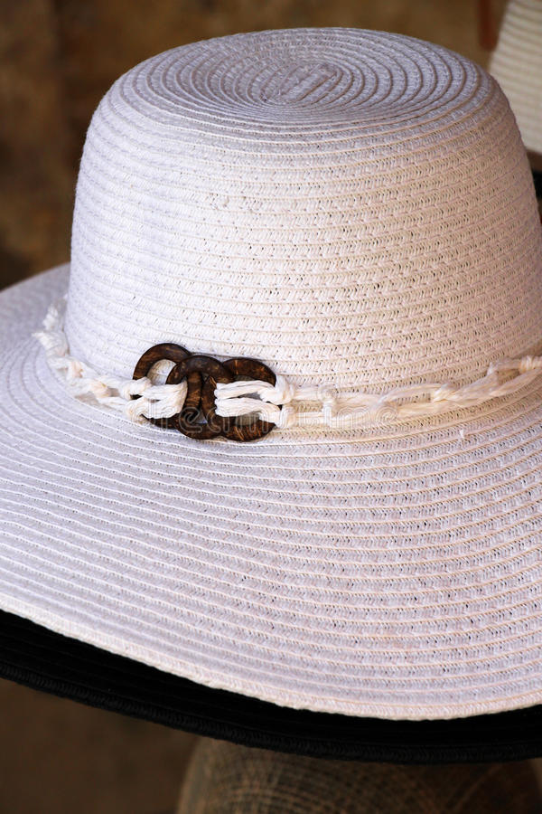 Chapéu de palha fêmea bonito, branco imagem de stock