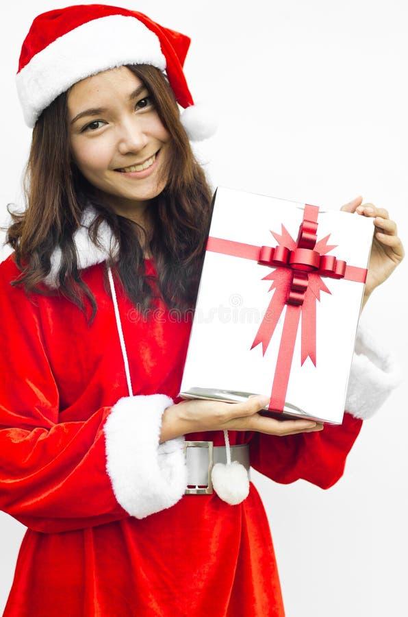 Chapéu de Papai Noel com a caixa de presente cinzenta do Natal fotos de stock