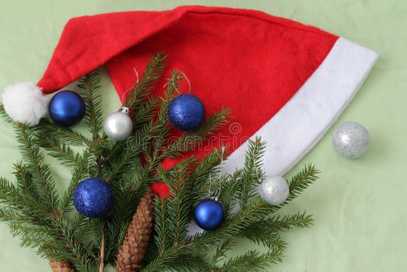 Chapéu de Santa Claus com árvore de Natal foto de stock royalty free