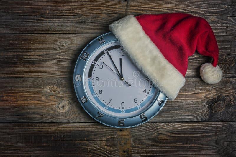 Chapéu de Santa Claus, Natal, ano novo, a meia-noite de ano novo fotografia de stock