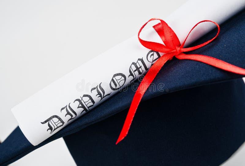 Chapéu e diploma da graduação imagens de stock royalty free
