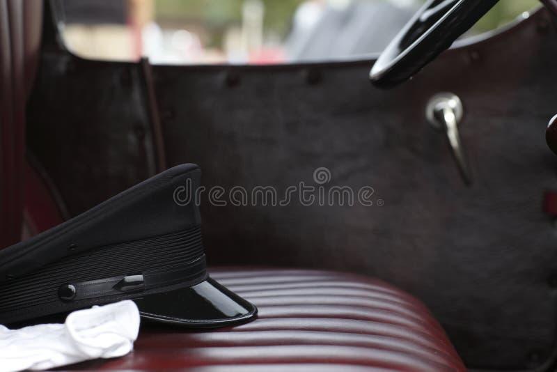 Chapéu e luvas de Chauffer fotografia de stock royalty free