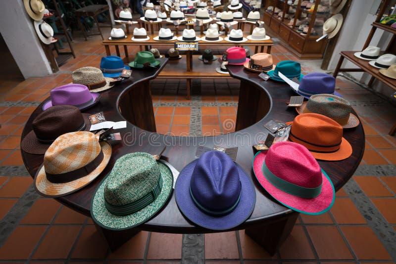 Chapéus de Panamá coloridos em Cuenca imagem de stock