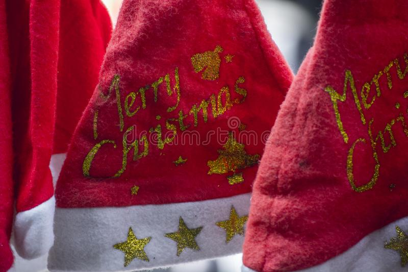 Chapéus de Papai Noel para o Natal fotografia de stock