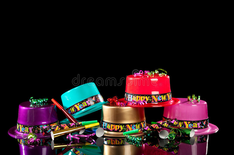 Chapéus do partido da véspera de anos novos no fundo preto