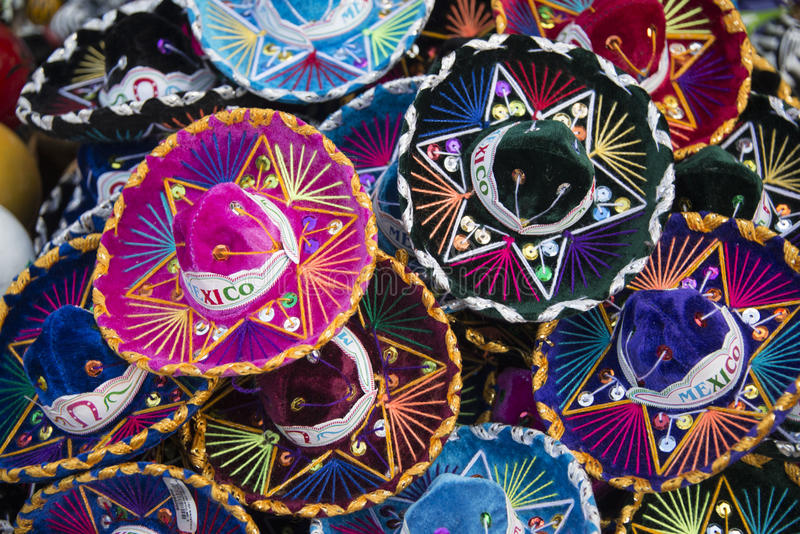 Chapéus mexicanos coloridos do sombreiro em México fotografia de stock royalty free
