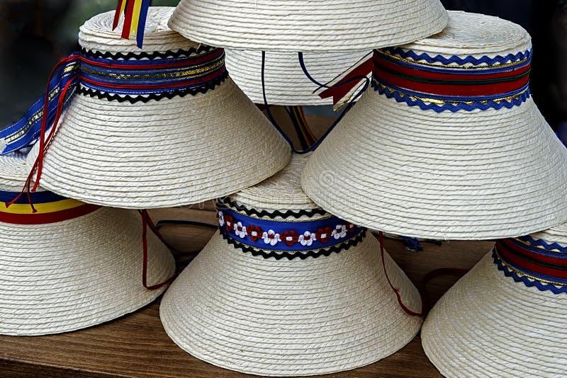 Chapéus para o romanian tradicional do mens foto de stock