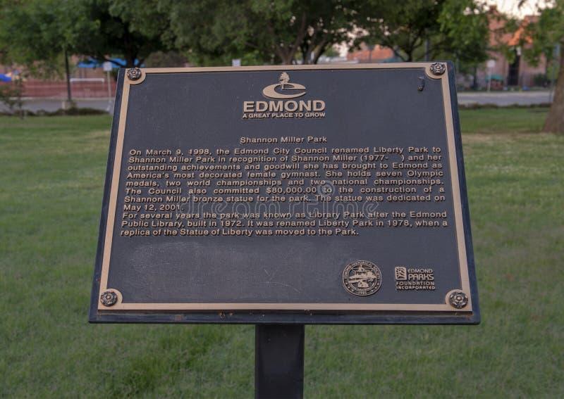 Chapa da informação para a escultura de bronze de Shawn Miller por Shan Gray, Edmond, Oklahoma foto de stock royalty free