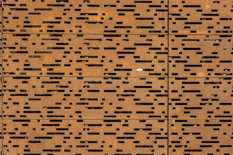 Chapa metálica oxidada da perfuração imagens de stock