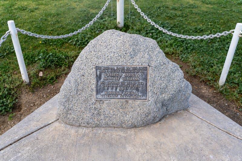 A chapa no parque de comunidade do círculo do Natal honra os veteranos que desempenharam serviços nas forças armadas fotos de stock royalty free
