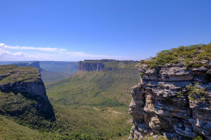 Chapada迪亚曼蒂纳国立公园桌山风景,从Morro的看法做Pai伊纳西奥,伦索伊斯,巴伊亚,巴西 免版税库存图片