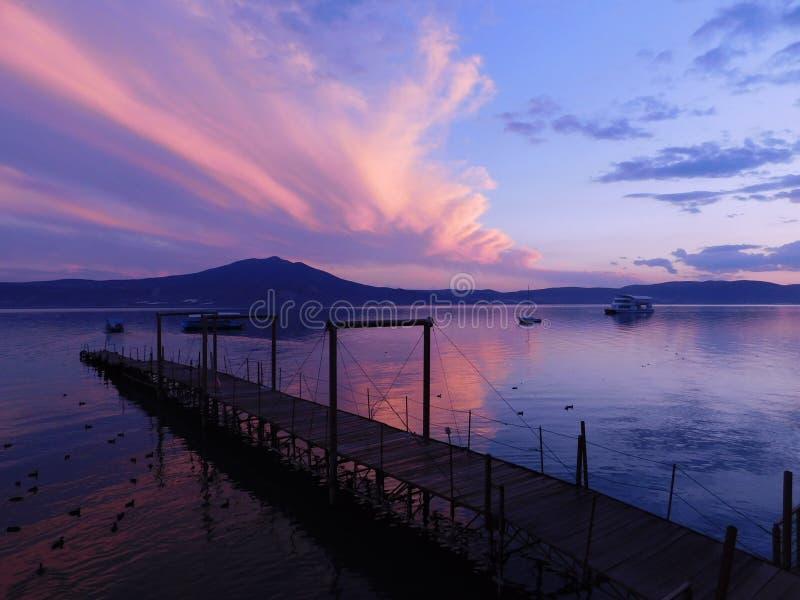 Chapala& x27 ; coucher du soleil de s images stock