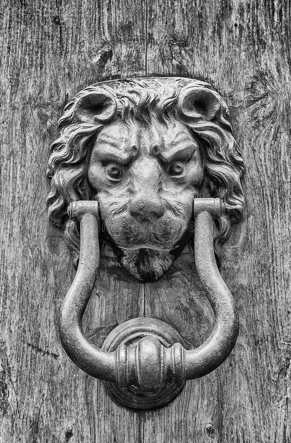 Chapaleta de la puerta del león fotografía de archivo