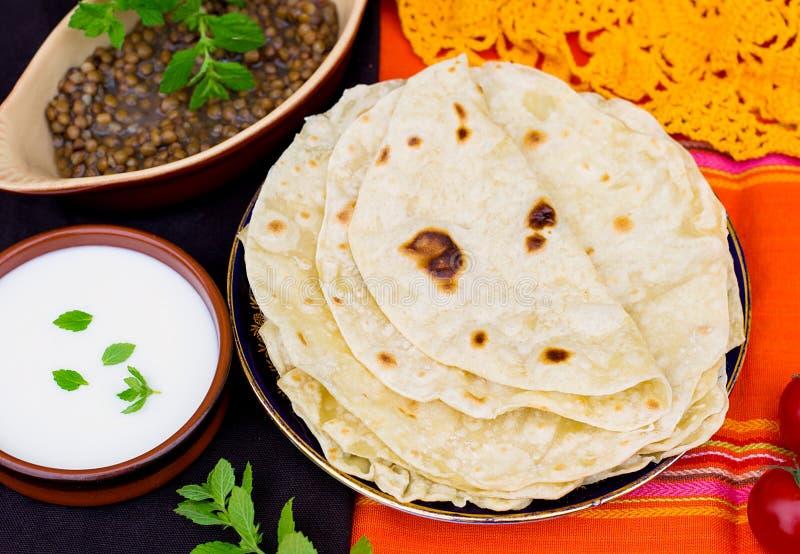 Chapati o roti indio del flatbread imagenes de archivo