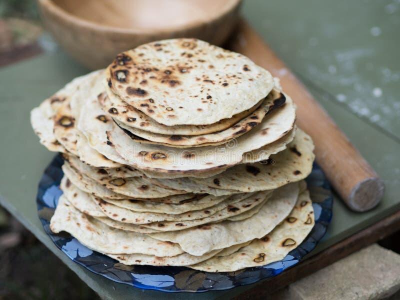 chapati Produkte gemacht vom Mehl Gekocht auf Wasser Auf einem offenen Feuer Mit dem Zusatz von Gewürzen und von Salz Ungesäuerte lizenzfreie stockfotografie