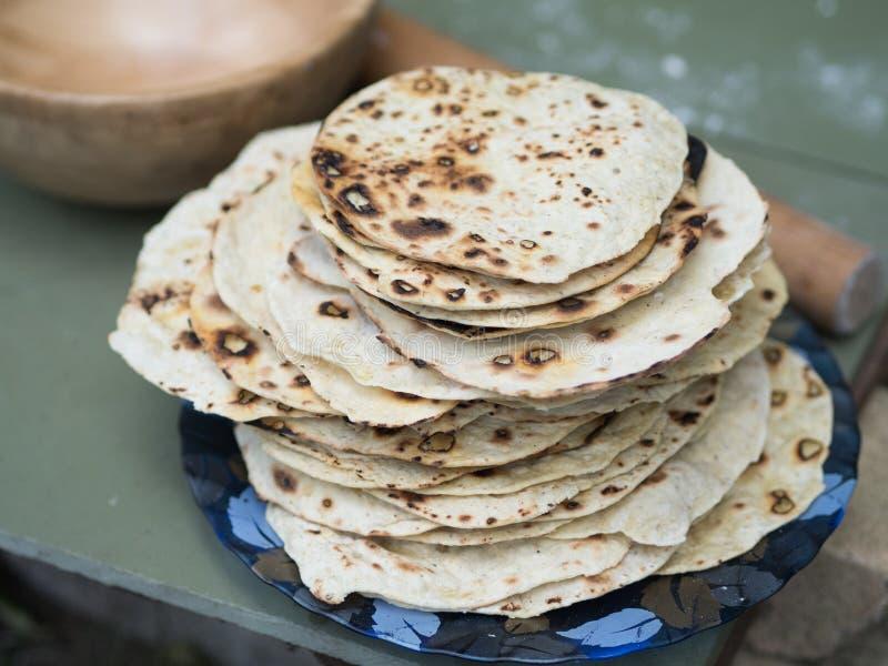 chapati Produkte gemacht vom Mehl Gekocht auf Wasser Auf einem offenen Feuer Mit dem Zusatz von Gewürzen und von Salz Ungesäuerte stockfoto