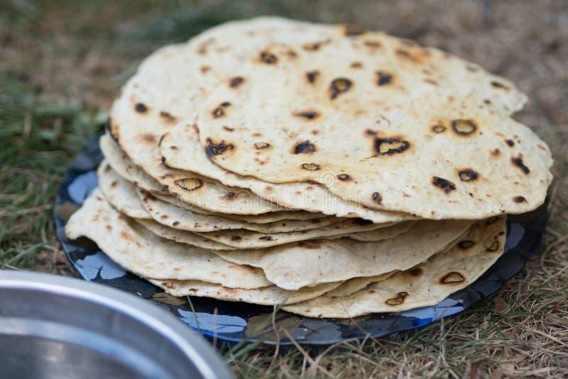 chapati Produkte gemacht vom Mehl Gekocht auf Wasser Auf einem offenen Feuer Mit dem Zusatz von Gewürzen und von Salz Ungesäuerte lizenzfreies stockfoto