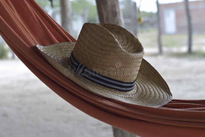 Chapeau au-dessus d'hamac photographie stock