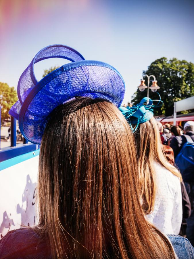 Chapeau bleu à prince royal Harry et Meghan Markl de mariage de mariage photographie stock