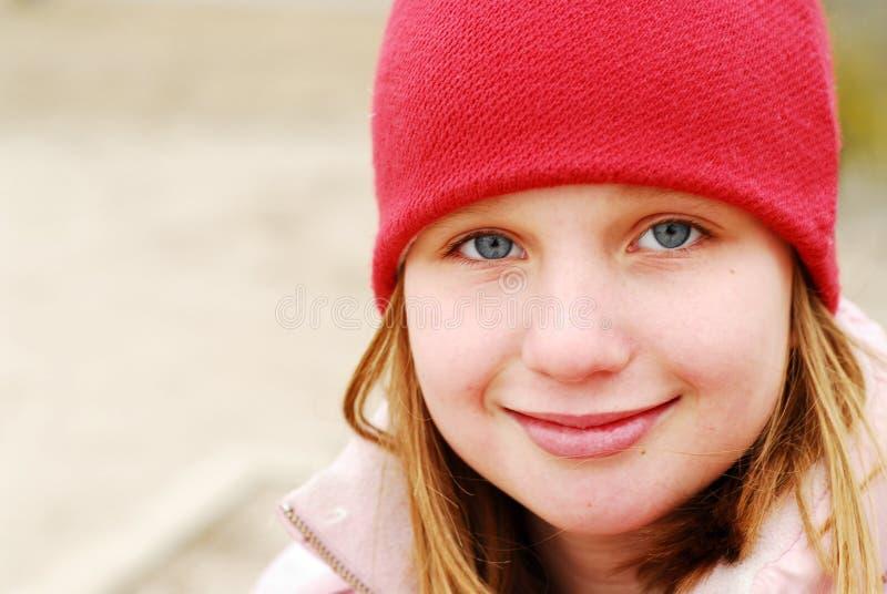 Chapeau de sourire de fille photographie stock libre de droits