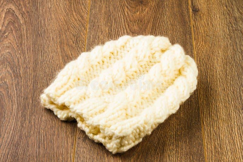 Chapeau de tricotage blanc photos stock