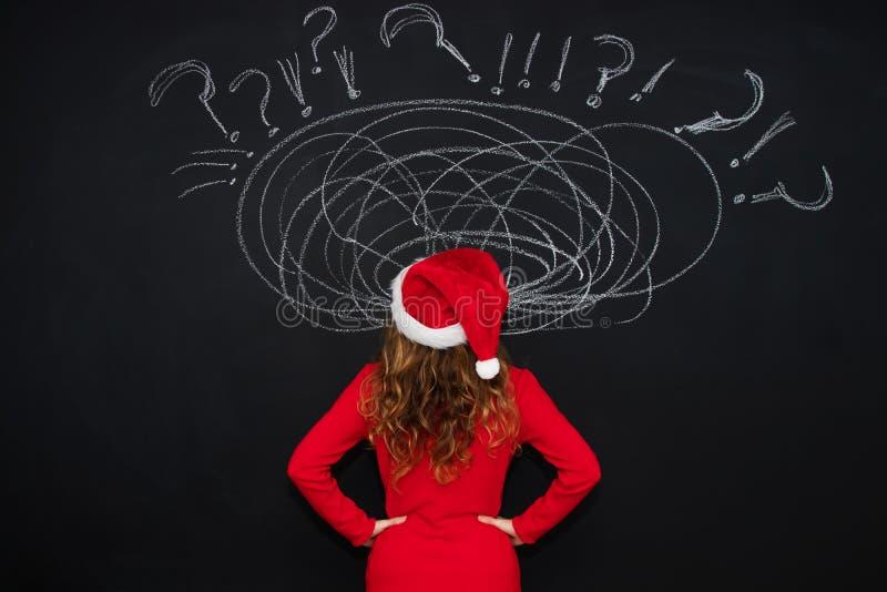 Chapeau du père noël et expression des problèmes et de l'effort à Noël photo stock