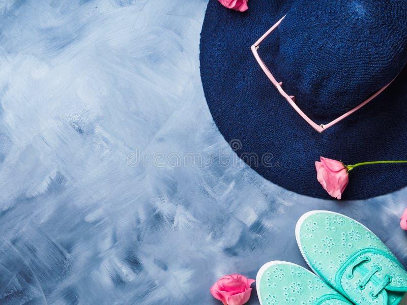 Chapeau, verres de soleil et chaussures photo libre de droits