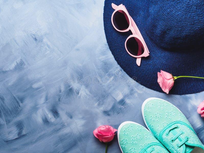 Chapeau, verres de soleil et chaussures image libre de droits