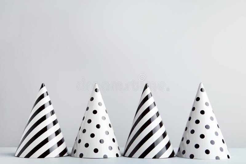 Chapeaux de papier d'anniversaire images libres de droits