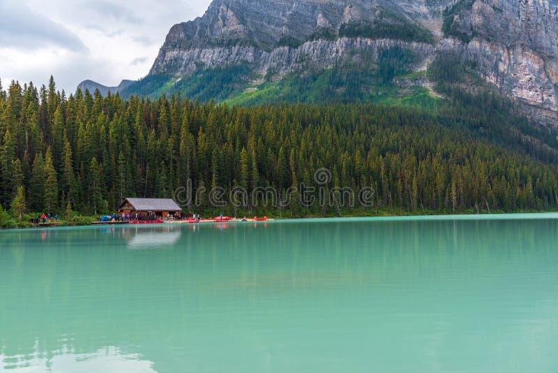 Chapeaux en paille sur Lake Louise dans Banff photo libre de droits