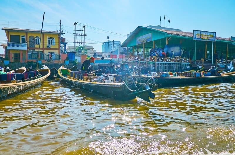Chapeaux en paille sur le lac Inle, Myanmar images stock