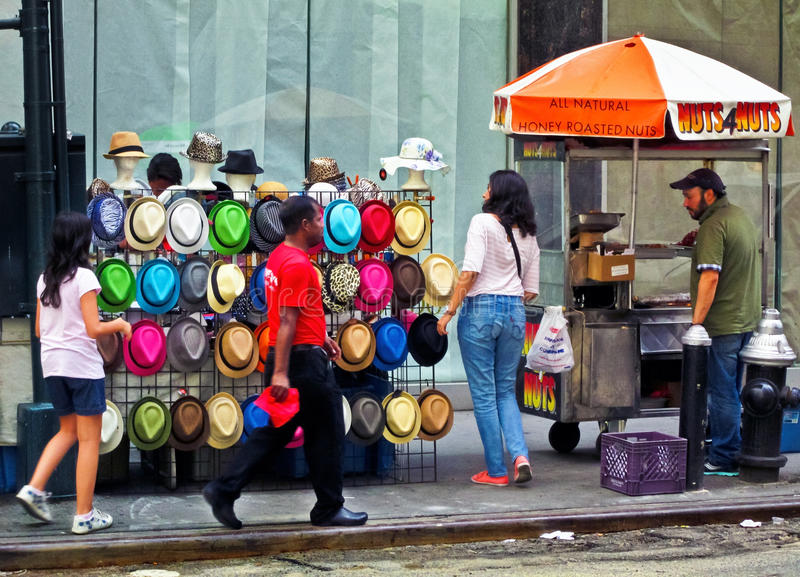 Chapeaux et écrous photographie stock libre de droits
