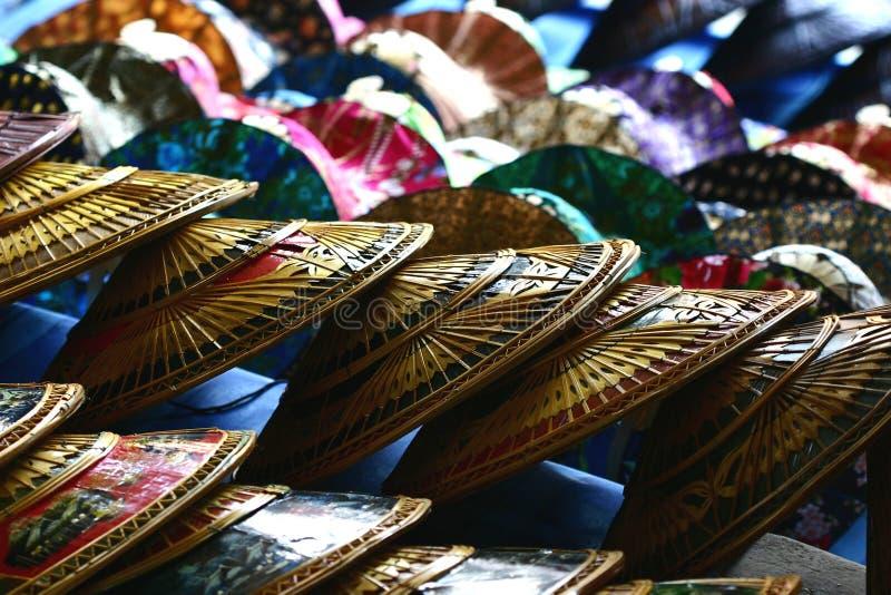 Chapeaux thaïs aux marchés photographie stock libre de droits