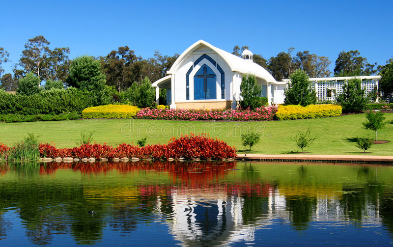Chapel na lagoa fotografia de stock royalty free