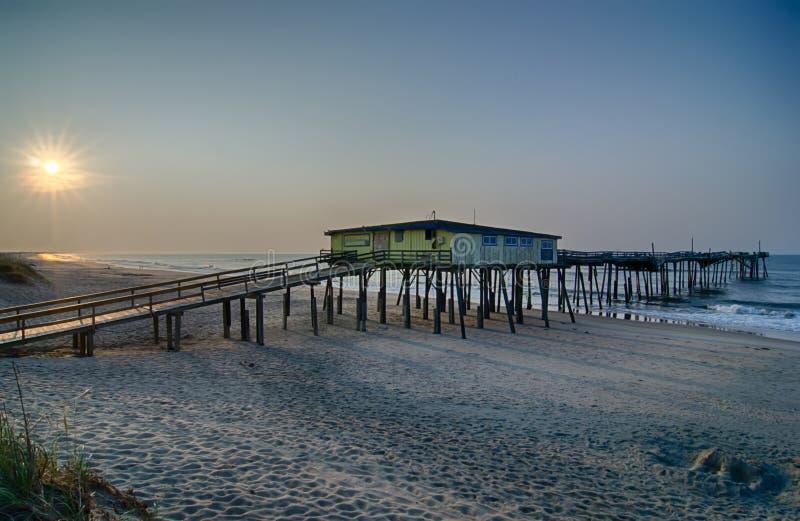 Chapeleiro norte abandonado do cabo de Carolina Fishing Pier Outerbanks OBX imagem de stock royalty free