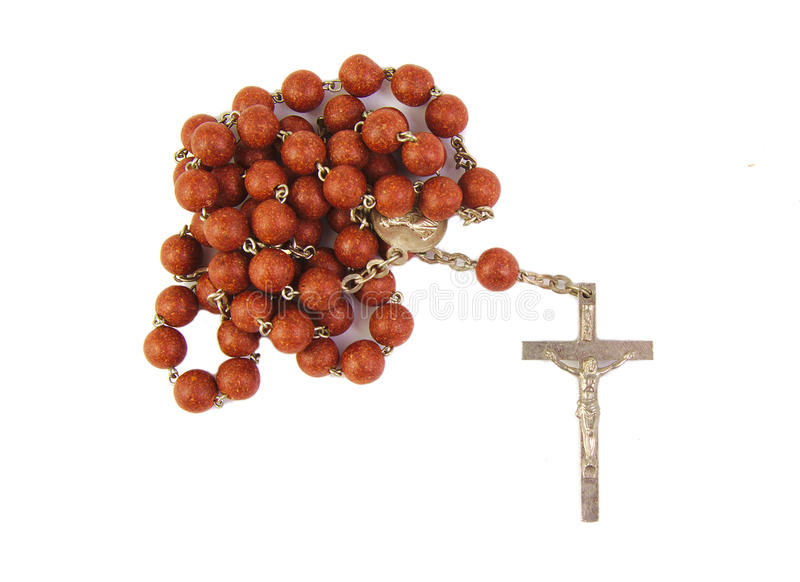 Chapelet en bois avec la croix en bois d'isolement sur un blanc images libres de droits