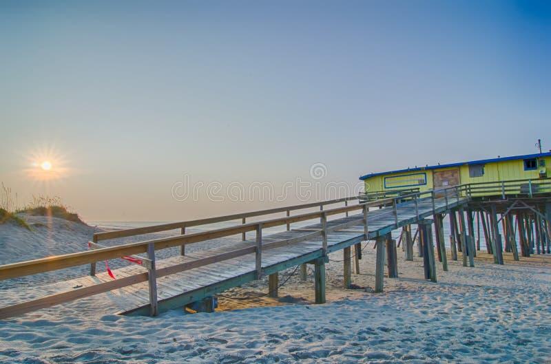 Chapelier du nord abandonné de cap de Carolina Fishing Pier Outerbanks OBX image libre de droits