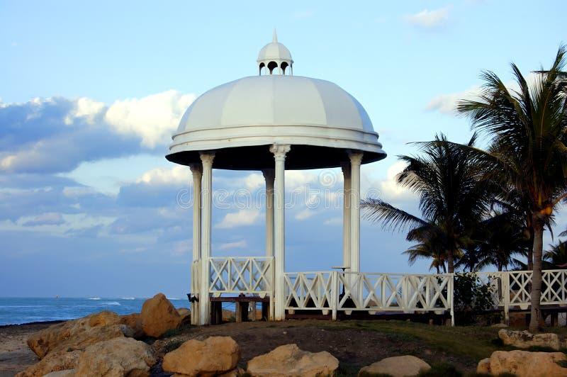 Chapelle à la plage photographie stock