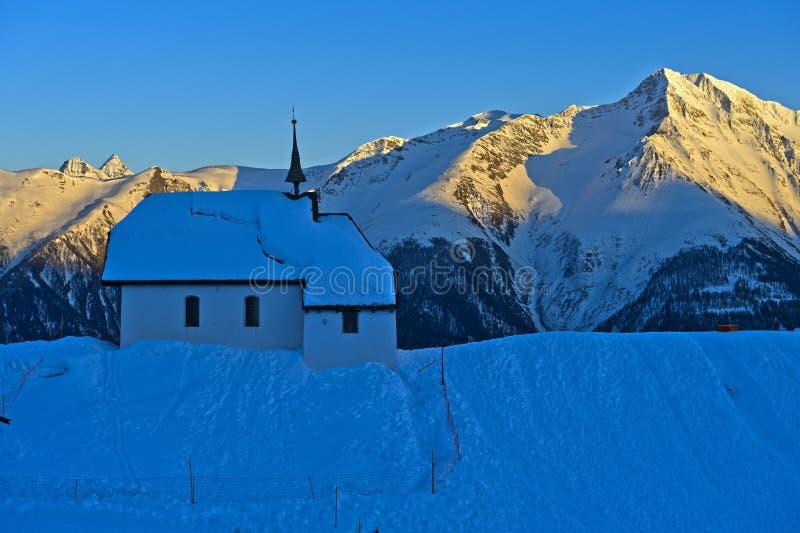 Chapelle de montagne images stock