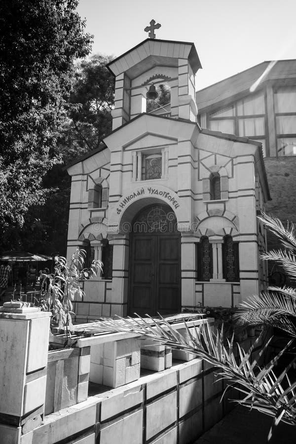 Chapelle de Saint-Nicolas le Wonderworker de la ville antique de bord de la mer sur la côte du sud de la Mer Noire la Mer Noire photos libres de droits