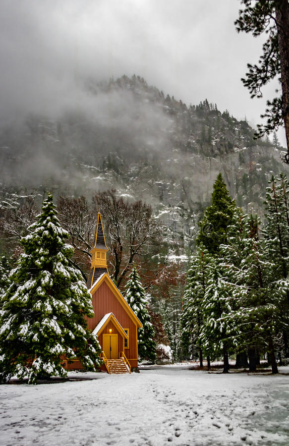 Chapelle de vallée de Yosemite à l'hiver - parc national de Yosemite, la Californie, Etats-Unis photographie stock