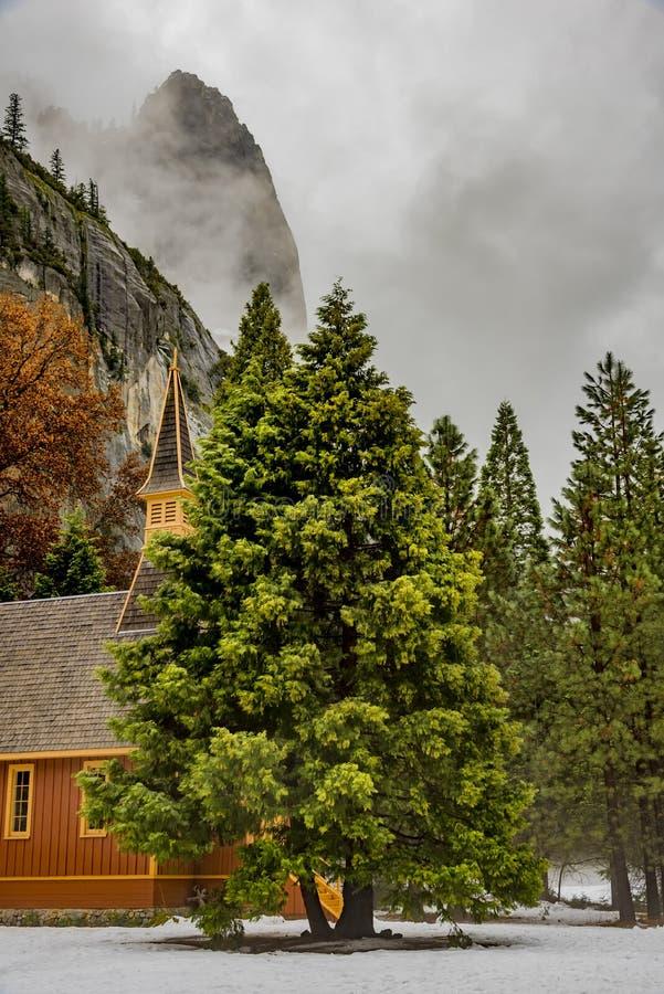 Chapelle de vallée de Yosemite en hiver images libres de droits