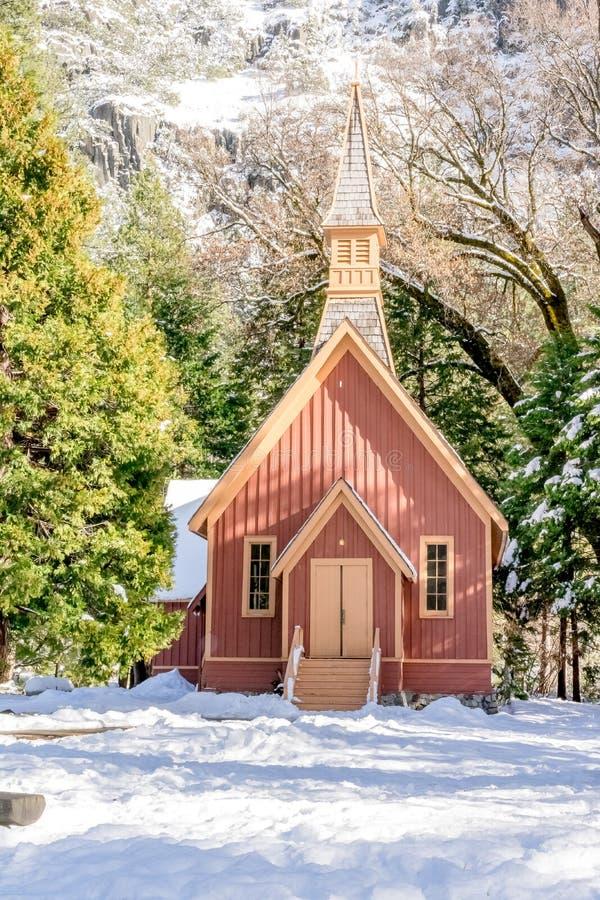 Chapelle de vallée de Yosemite remplie par neige photos stock