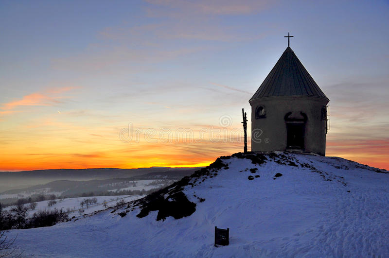 Chapelle en hiver photos stock
