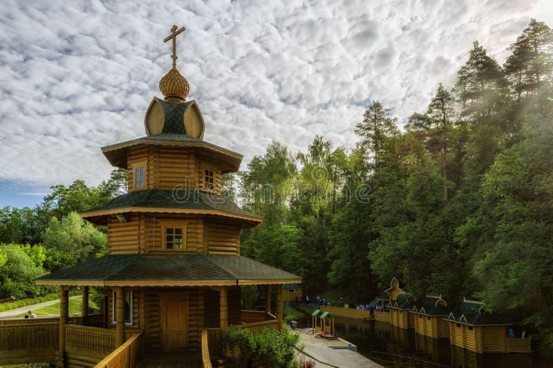 Chapelle et la source du séraphin de Sarov dans Diveevo en Russie images stock