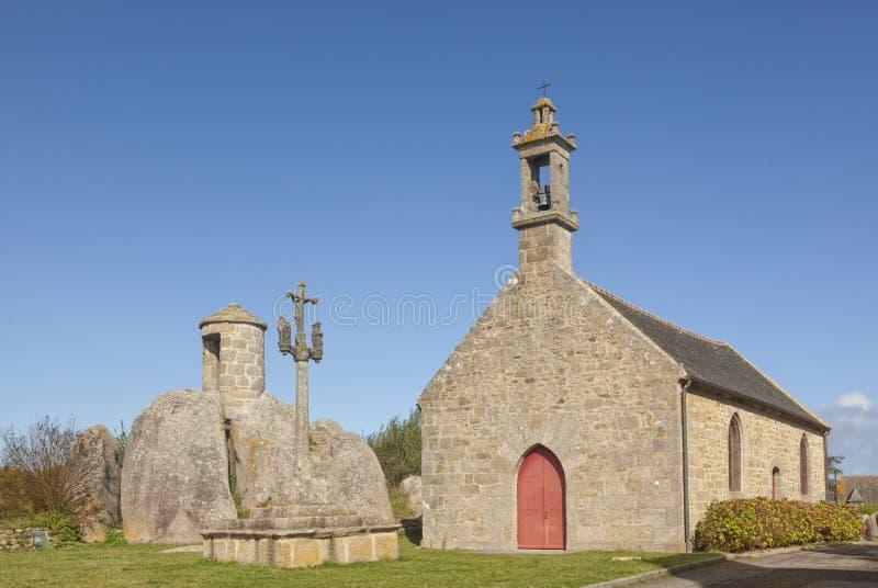 Chapelle Pol y las aduanas antiguas se elevan en el Brignogan-Plage, Britt foto de archivo libre de regalías