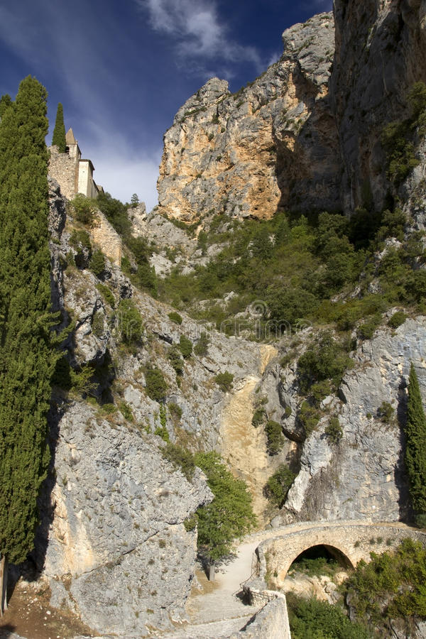 Chapelle Sainte Anne and precarious path over the footbridge, Moistiers Sainte Marie, Verdon, France stock photography