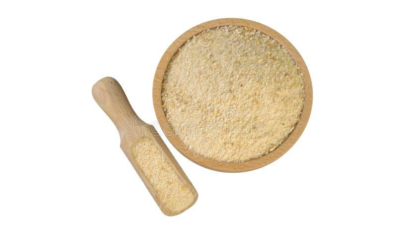Chapelure dans la cuvette en bois et le scoop d'isolement sur le fond blanc nutrition bio Ingr?dient de nourriture naturel Vue su photo stock