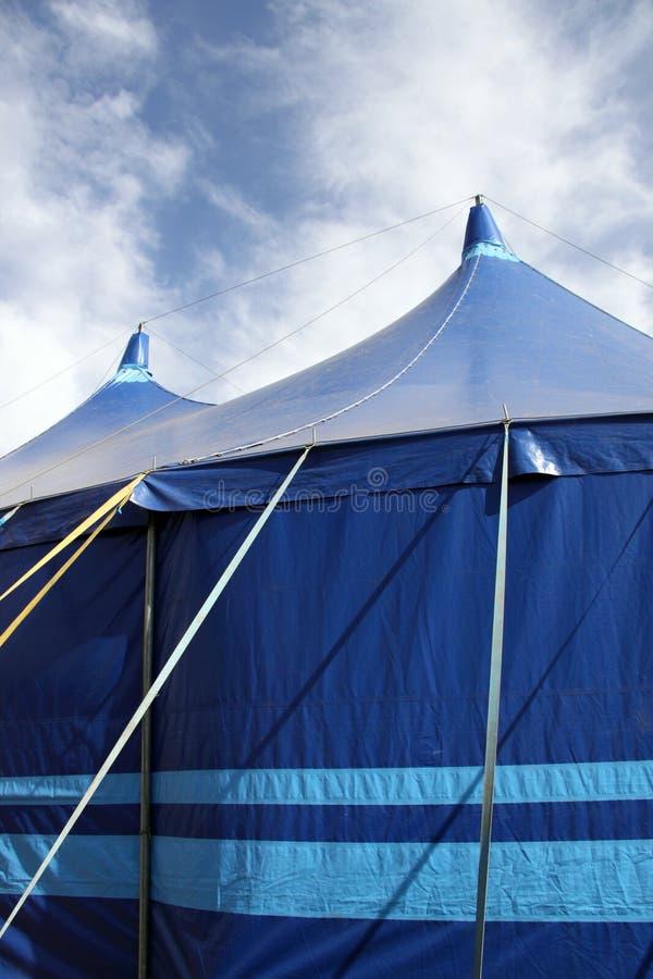 Chapiteau/tentes bleus photographie stock
