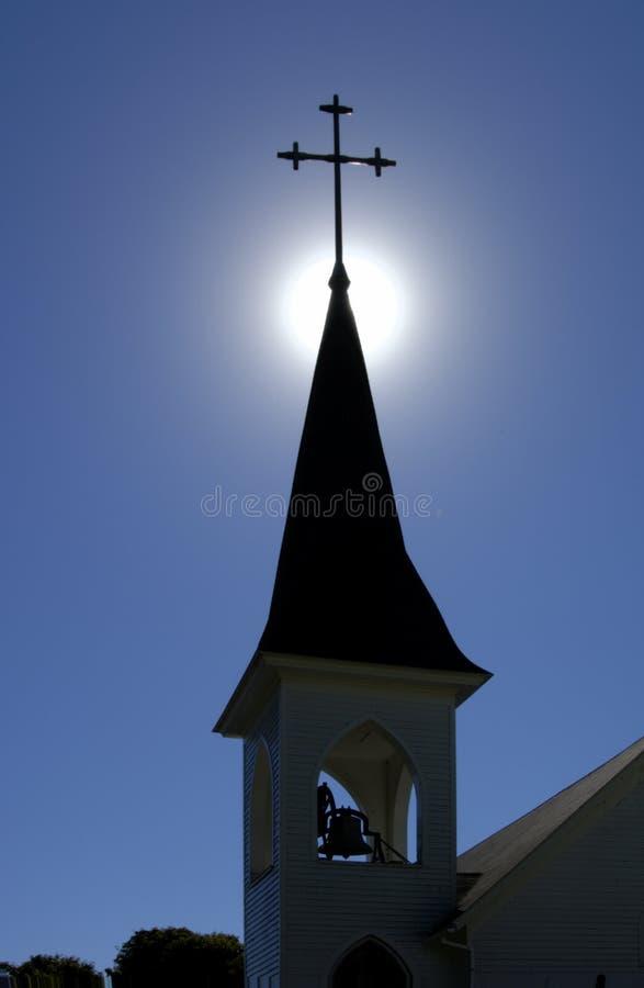 Chapitel y campanario de una iglesia de la iglesia foto de archivo